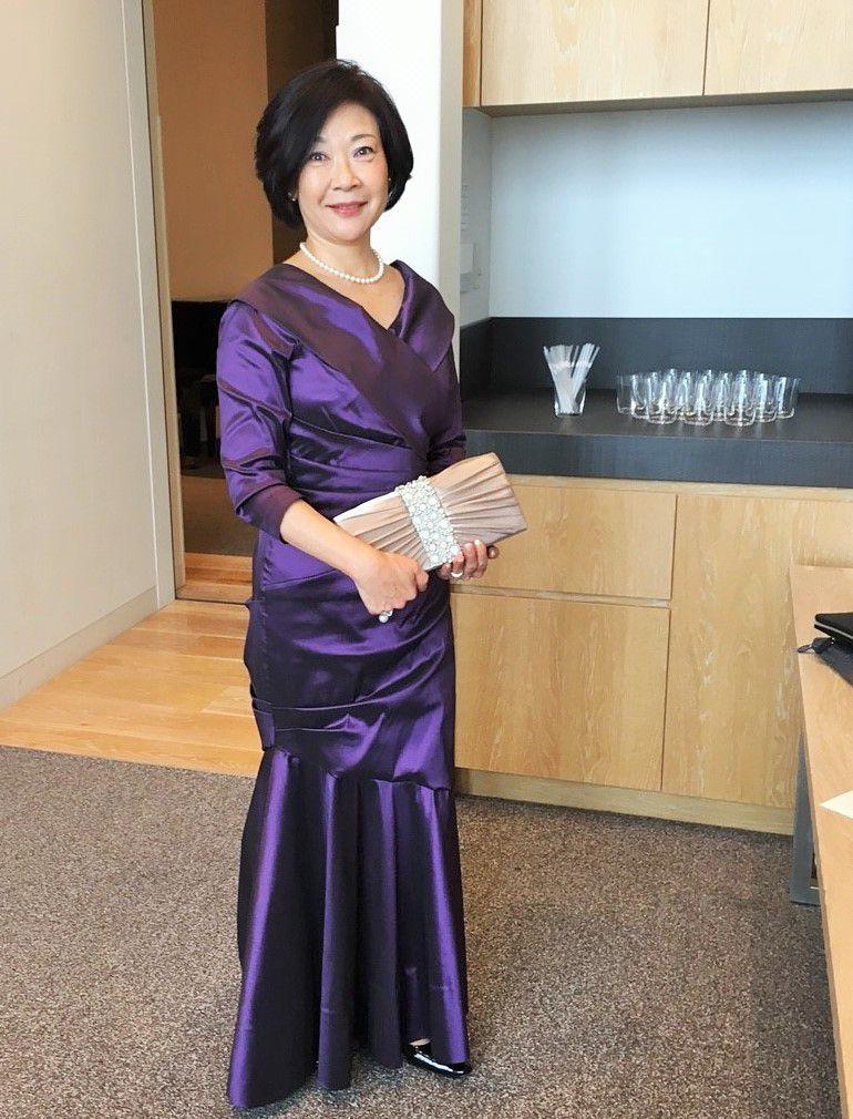 オシャレなアンダーズ東京の挙式に映える新婦のお母様フォーマルドレス