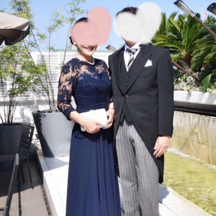 「チャペルなら留袖よりドレス!」とフォーマルドレスを着こなされた新郎のお母様