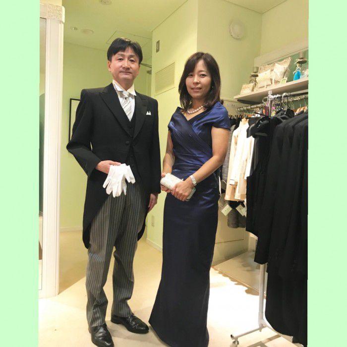 英国カラーの気品あるロイヤルブルーのドレス〜ウエディングドレスとのコーディネートも楽しんで