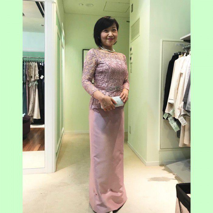 新婦からお母様へのご希望「明るい色のフォーマルドレスを着てほしい!」華やかなピンクやシャンパンカラーのドレスがステキ