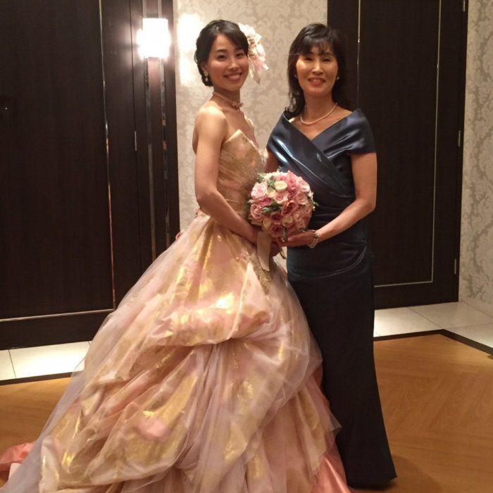 【結婚式母親の衣装】レンタルドレスを選ぶ前に知っておきたい!新郎新婦がお母様の衣装に望むことベスト5