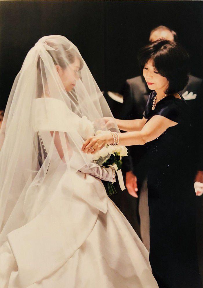 【挙式後のお母様から】ベールダウンの瞬間、ロングドレスにして本当に良かった