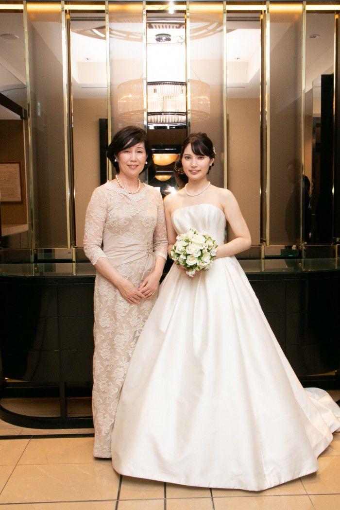 【結婚式お母様の衣装】来年春に挙式のお母様は今がご衣装を選ぶ時期。春の結婚式におすすめの明るいドレス