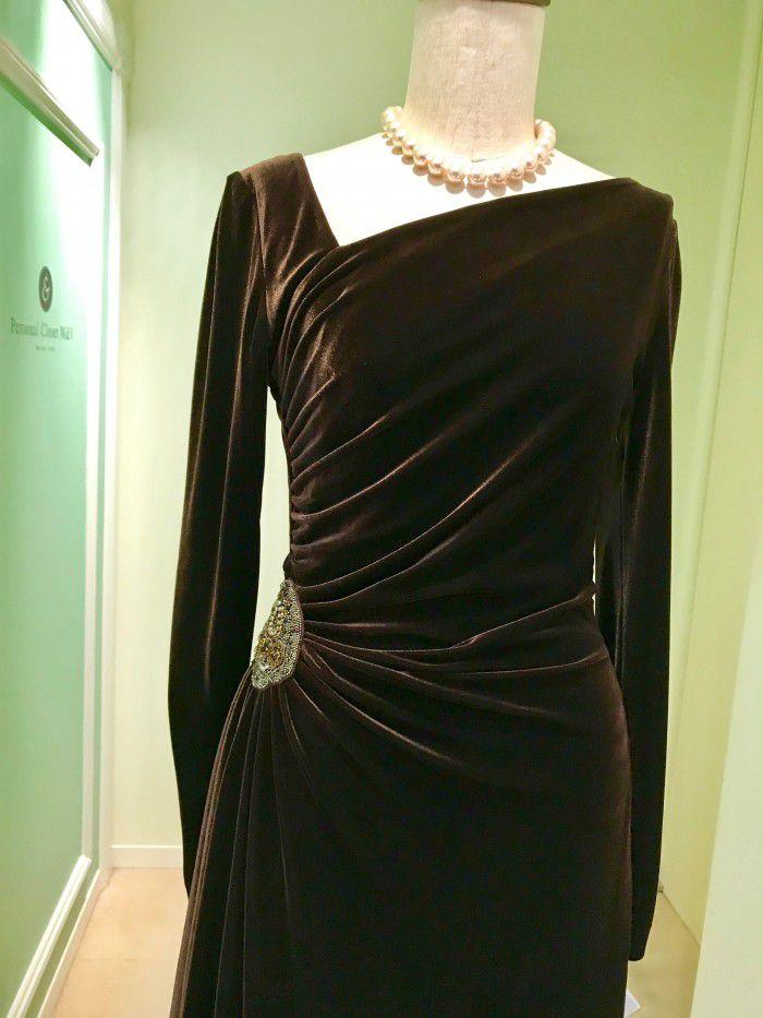 a4672b756f037 光沢のあるベルベットのドレスは冬の挙式ならではの装い