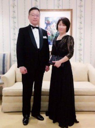 新郎のお母様の装いブラックのレースシフォンドレス、アニヴェルセルにて。